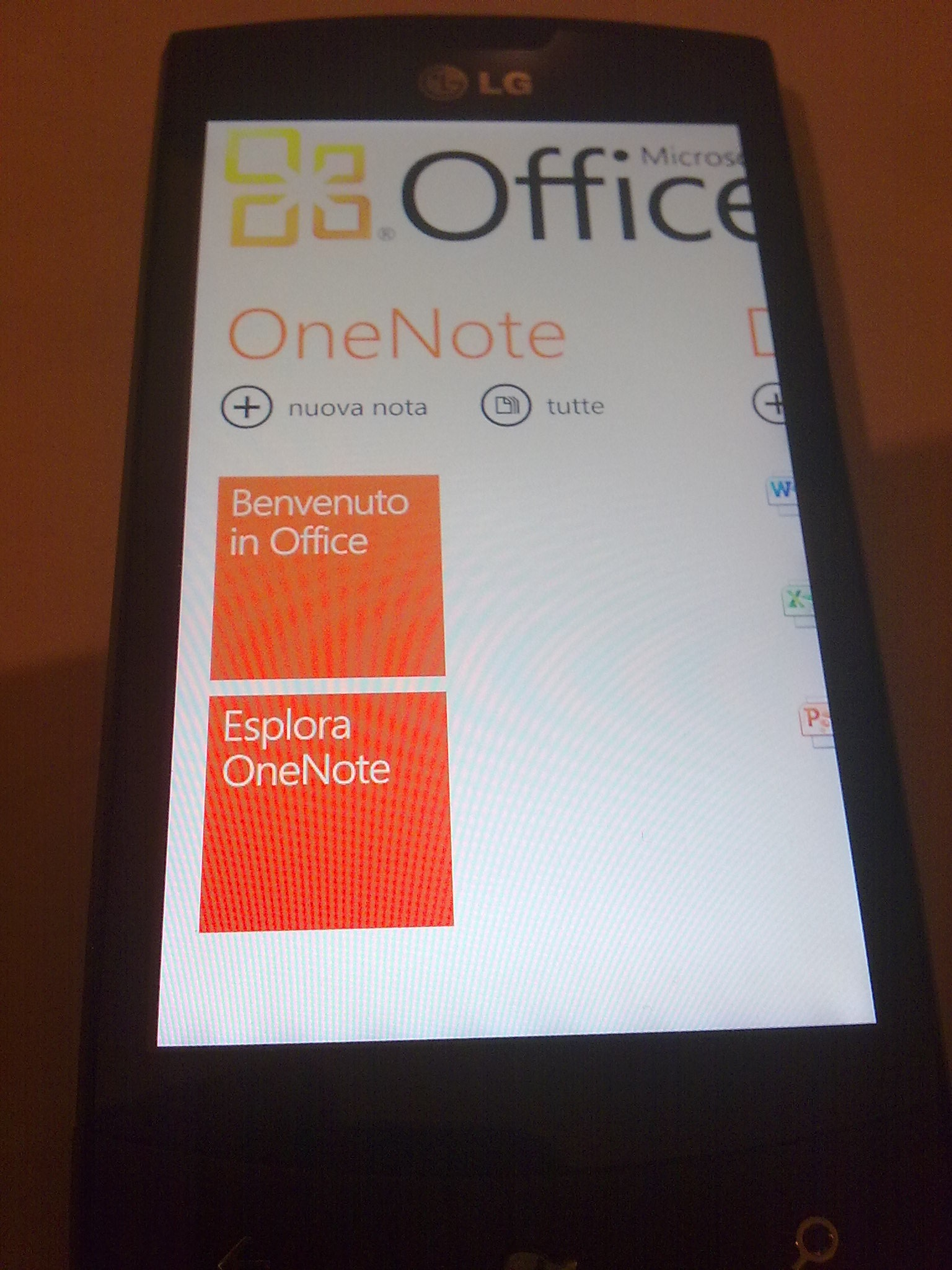 lg-optimus-7_office