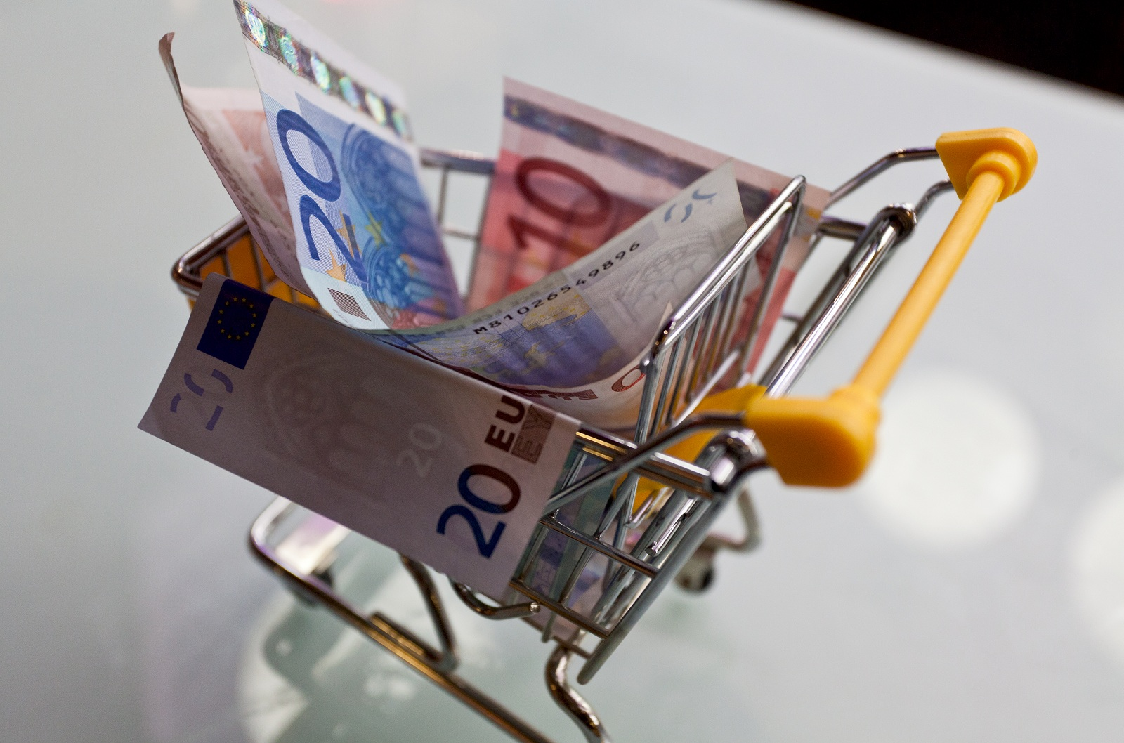 aumenta l'inflazione ma il carrello della spesa scende