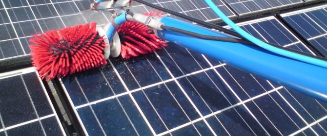in Italia potrebbe convenire pulire i pannelli fotovoltaici