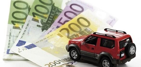 I prezzi medi lordi delle assicurazioni auto continuano a calare