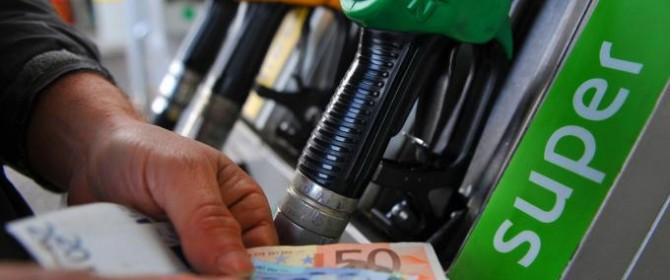 caro benzina, perché aumentano i carburanti