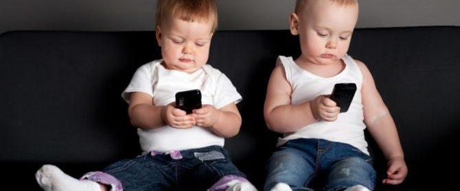 Figli e smartphone: quando regalare il primo cellulare?